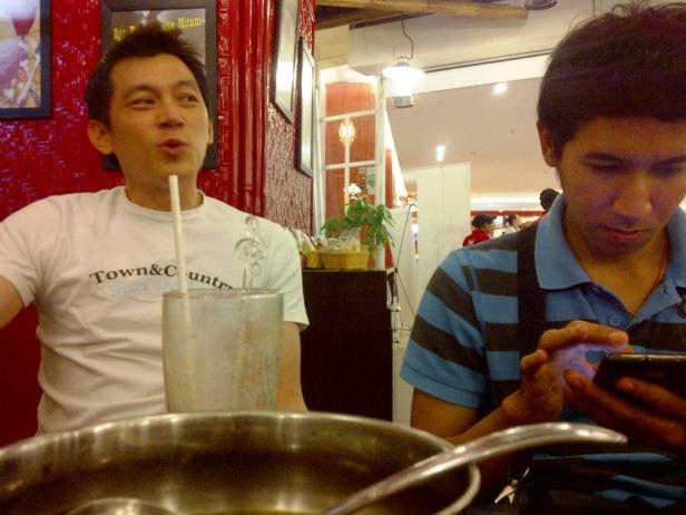 couchsurfing's friend: Koko Hendra dan Nello Wongso