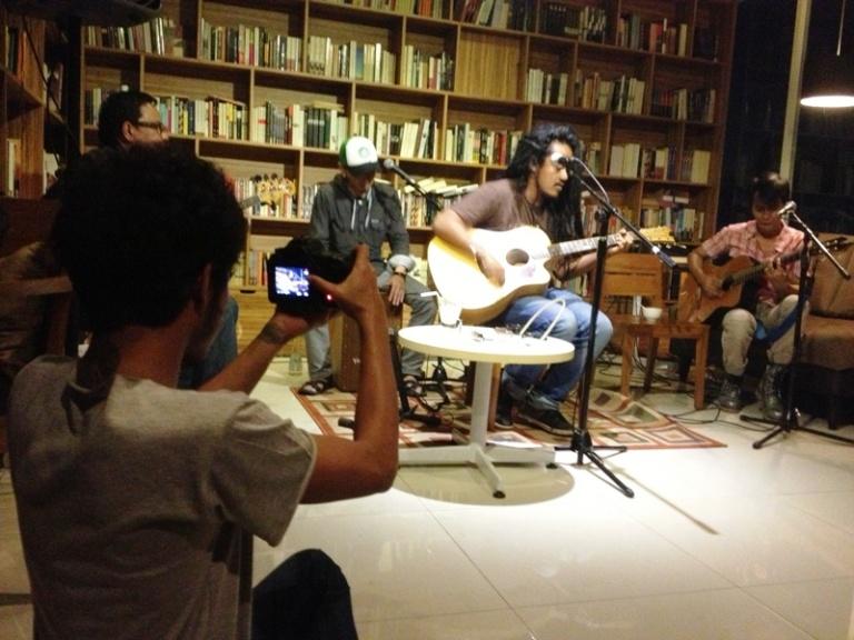 Aray Daulay perform in The Reading Room Jakarta