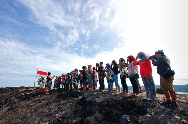 Menyanyikan Indonesia Raya foto by Malik