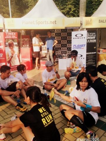 Beberapa peserta beristirahat setelah menyelesaikan racing