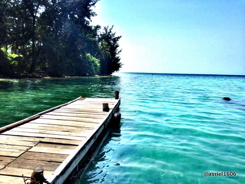 This location is close to a small dock on the island Sangiang ... very comfortable and quiet ..