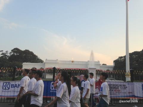 pertama kalinya lewat depan Istana Negara
