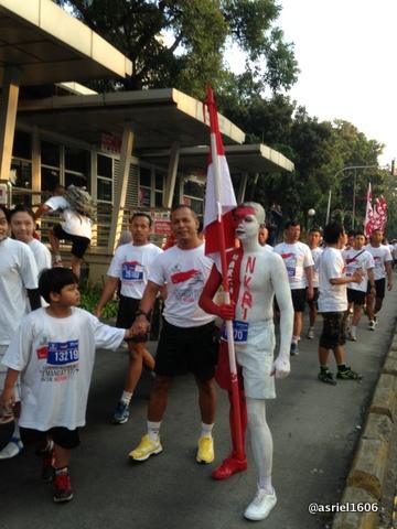 Salah satu peserta yang berkostum merah putih