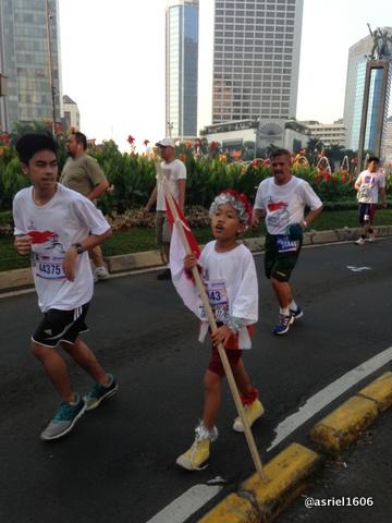 Peserta Anak-anak dengan kostum Merah Putih
