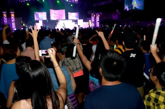 BlackBerry-fans-at-Nicki-Minaj-concert-2-2-580x384