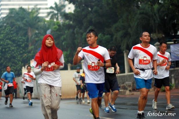 Berlari tanpa musik bisa membantu memberikan semangat ke pelari lainnya dan mendapatkan semangat dari yang lain