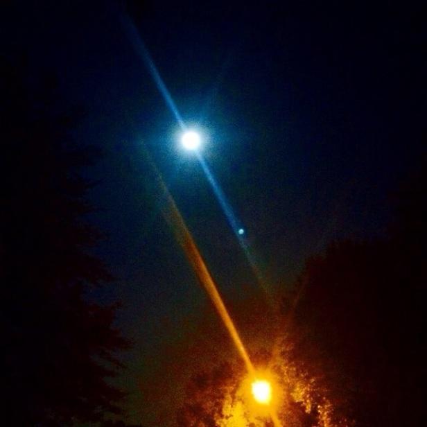 Terangnya bulan vs lampu