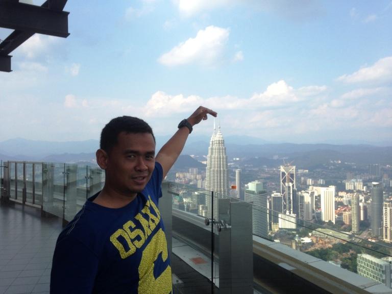 Pendek Sekali ternyata Menara Petronas itu hehe
