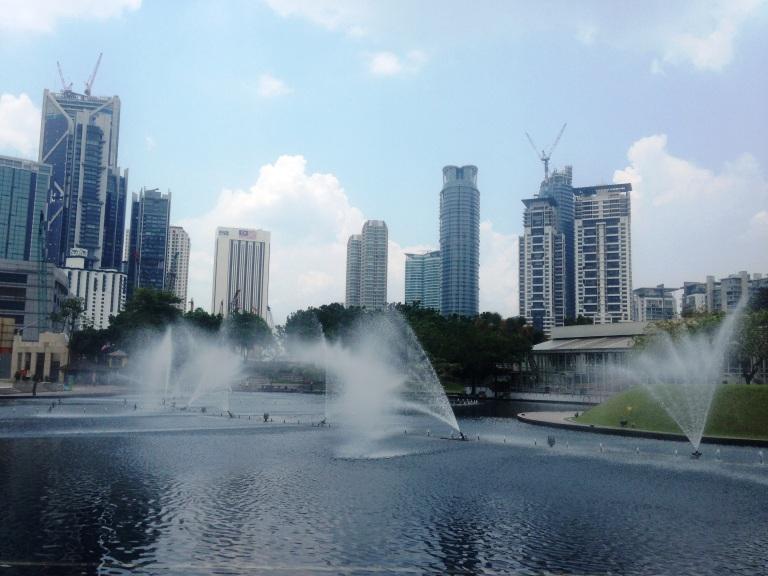 Dance Fountain di belakang Suria Mall