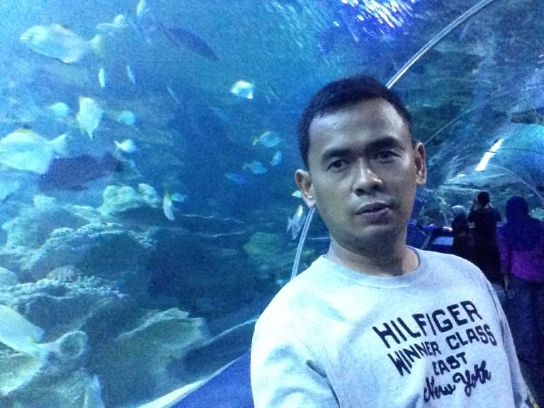 Pose dulu depan Aquarium Raksasa